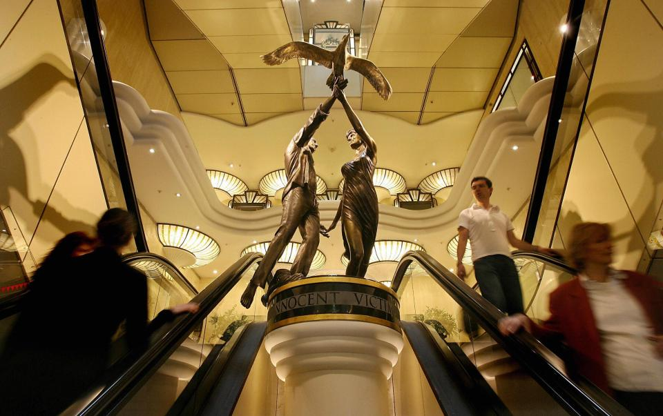 Permanent memorial to Diana, Princess of Wales and Dodi al-Fayed sits in Harrods Photo (C) GETTY IMAGES