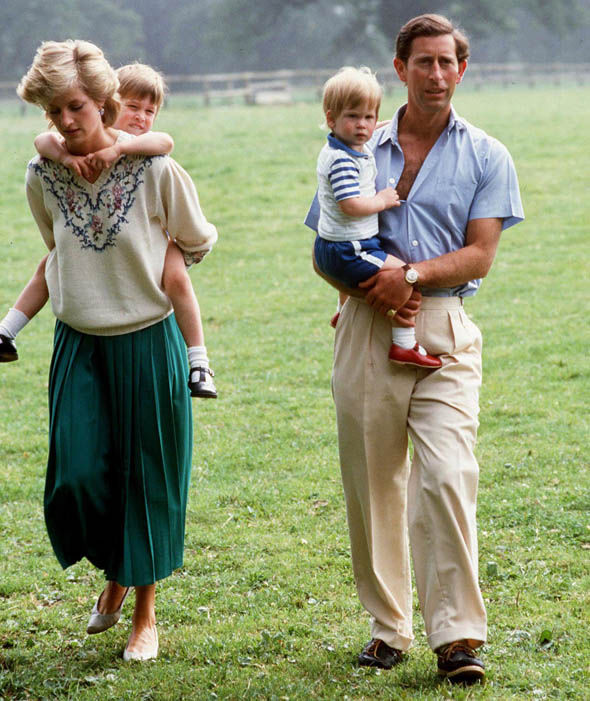 Prince Charles and Princess Diana with Prince William and Prince Harry at home Photo (C) GETTY IMAGES