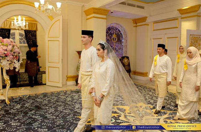 Princess Tunku Tun Aminah Maimunah Iskandariah and Dennis Muhammad Abdullah - born Dennis Verbaas - were married on August 14, 2017 Photo (C) Facebook, The Royal Johor