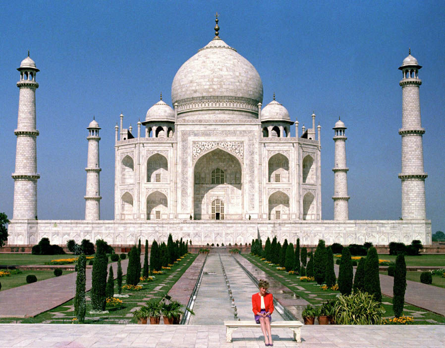 Princess of Wales in front of the Taj Mahal, 1992 Photo (C) PA