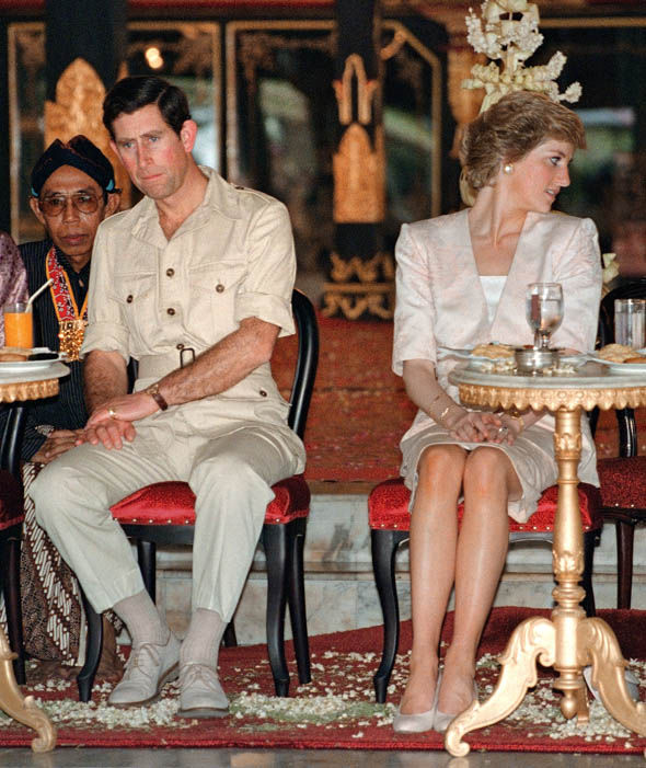 The Prince and Princess of Wales watch Indonesian tribal dancers in Yogyakarta Photo (C) AFP, GETTY