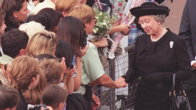 The Queen talks to mourners outside Buckingham Palace a day before the funeral of Diana Princess of Wales Photo C GETTY
