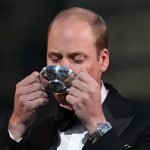 William 35 takes a sip of whisky Photo C GETTY IMAGES