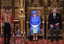 Queen Elizabeth II and Queen Elizabeth II Photo (C) CARL COURT, POOL VIA AP