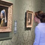 Catherine Duchess of Cambridge views the Girl with a Pearl Earring Pool Getty Images