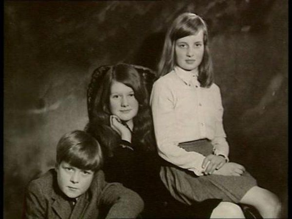 Diana with her siblings, Sarah and Charles. Spencer FamilyLady Photo (C) GETTy