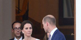 NOT AMUSED Kate shot William a glare Photo (C) SPLASH NEWS