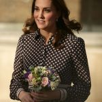 1 Kate looked resplendent as she left the centre armed with a chic collection of flowers from one of her admirers