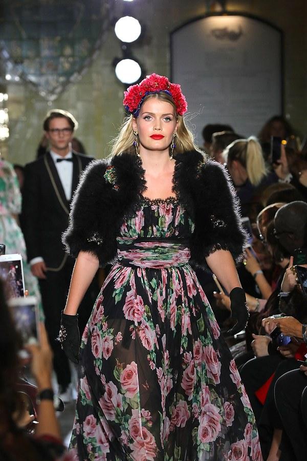Dolce & Gabbana Kitty Spencer Walking the runway Photo (C) DAVID M. BENETT, GETTY IMAGES