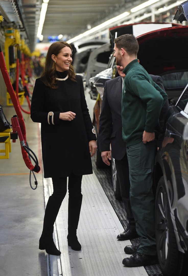 Kate Middleton Dresses Burgeoning Baby Bump In 163 680 Coat