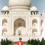 The photograph of Princess Diana outside the worlds most famous monument to lost love made front pages around the globe in 1992
