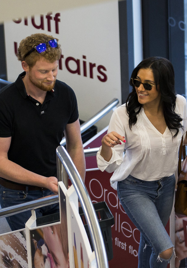 CHRISTMAS DASH 'Prince Harry and Meghan Markle' hit up Wilko Photo (C) SWNS