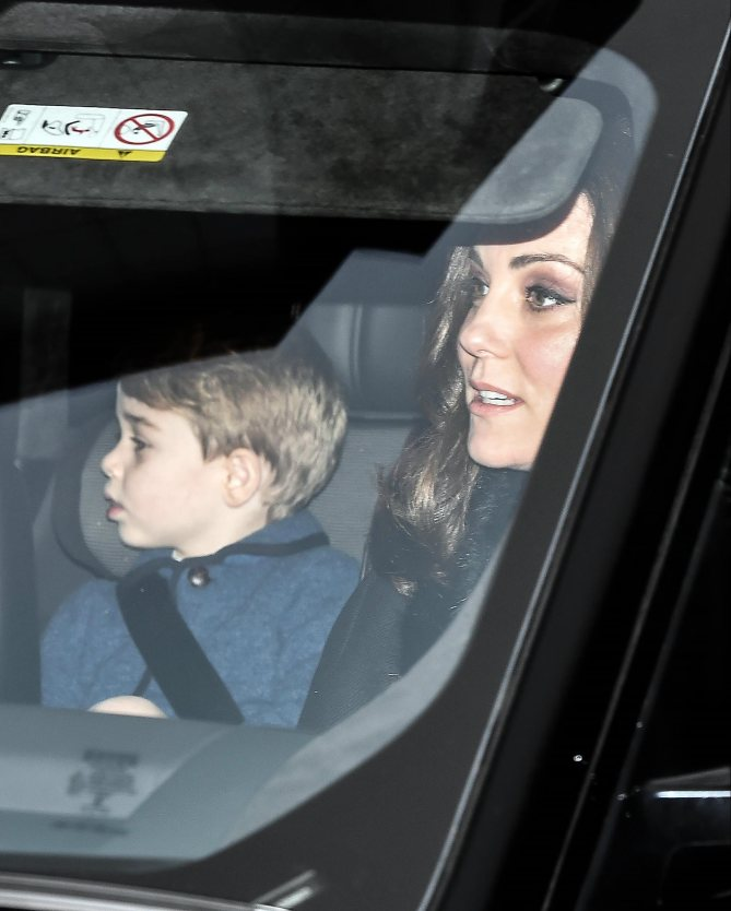 December 20, 2017 - London, London, United Kingdom - Image ©Licensed to i-Images Picture Agency. 20/12/2017. London, United Kingdom. The Queen's Christmas Lunch...Pictured: Kate Middleton, the Duchess of Cambridge and Prince George...Royals depart from Kensington Palace on their way for Christmas Lunch with Her Majesty Queen Elizabeth II in Buckingham Palace. (Credit Image: ? Pete Maclaine/i-Images via ZUMA Press) i-Images via ZUMA Press