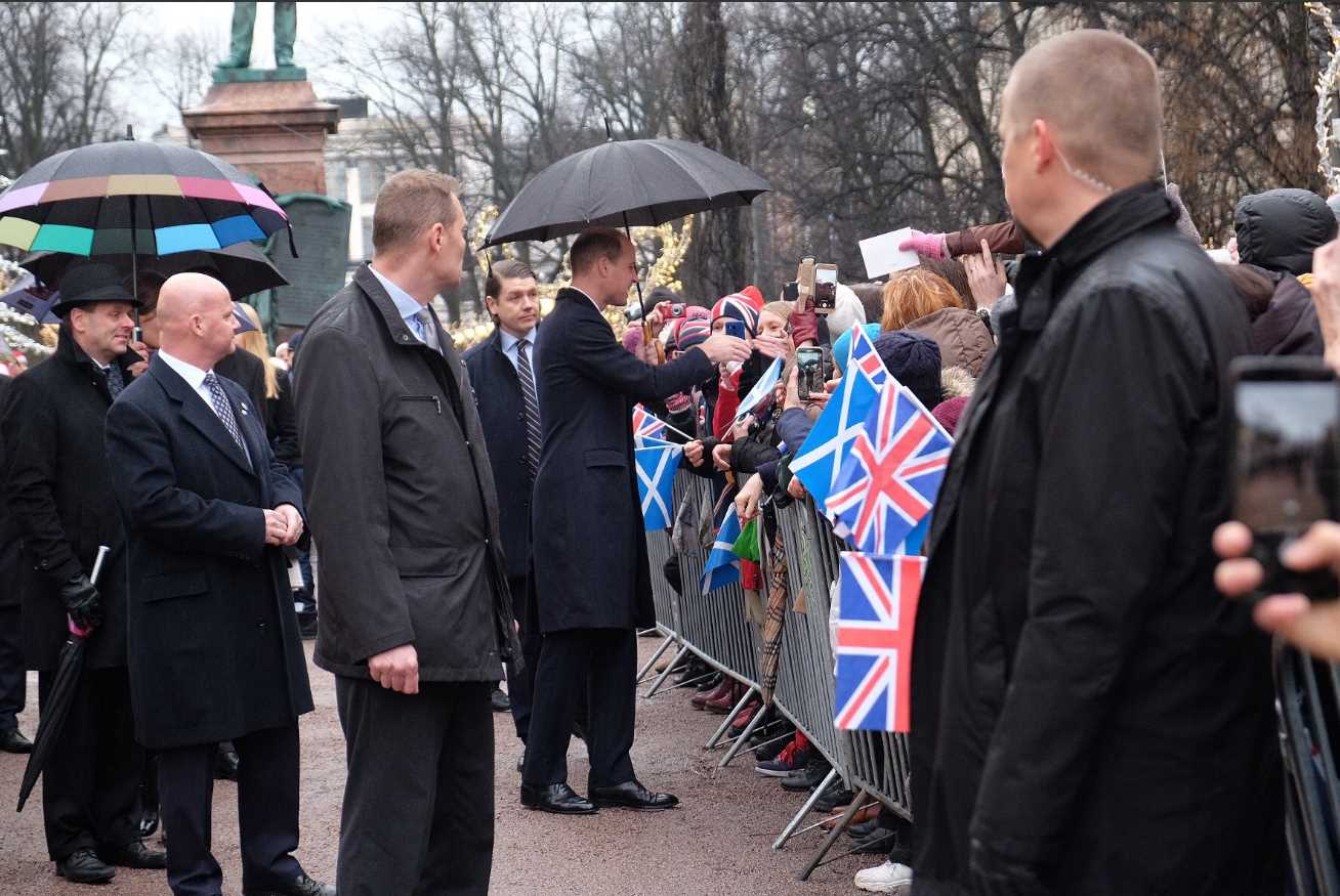 The Duke was greeted by the Helsinki crowds at Esplanade Park - many were waving flags for #StAndrewsDay. #RoyalVisitFinland Photo (C) KENSINGTON PALACE TWITTER