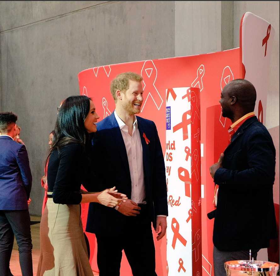 Today Prince Harry and Ms. Markle learn how @THTorguk are working in Nottingham to provide support to people living with HIV and AIDS. Photo (C KENSINGTON PALACE TWITTER