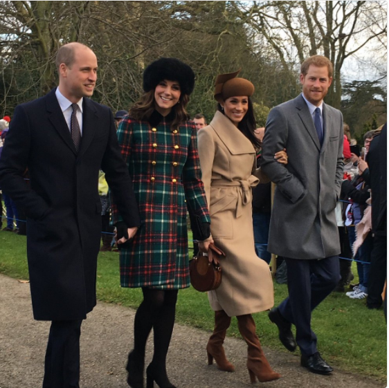 Waiting at #Sandringham to see the Royals and got this photo!!! #MeghanMarkle #Kate #PrinceHarry #PrinceWilliam Photo (C) TWITTER