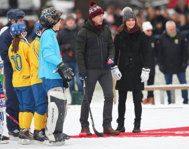Britain's Catherine, Duchess of Cambridge and Prince William, Duke of Cambridge pose together with youth from the Hammarby bandy sports club, in Stockholm, Sweden January 30, 2018. Jonas Ekstromer/TT NEWS AGENCY/via REUTERS