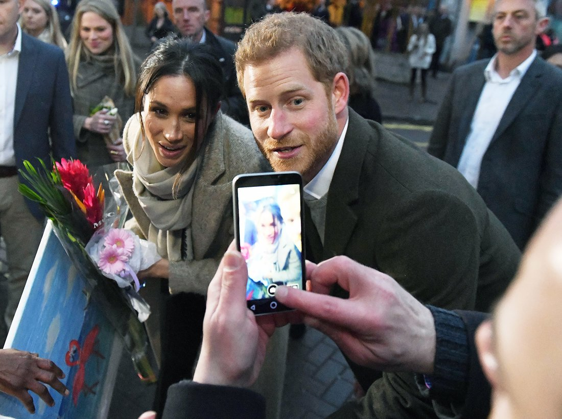 January 9, 2018 - London, London, United Kingdom - Image ©Licensed to i-Images Picture Agency. 09/01/2018. London, United Kingdom. Prince Harry and Meghan Markle visit Reprezent 107.3FM Prince Harry Meghan Markle visit Reprezent 107.3FM in Brixton, London. (Credit Image: ? Andrew Parsons/i-Images via ZUMA Press) i-Images via ZUMA Press ZUMA-20180109_zaa_ap2_074.jpg 20180109_zaa_ap2_074.jpg
