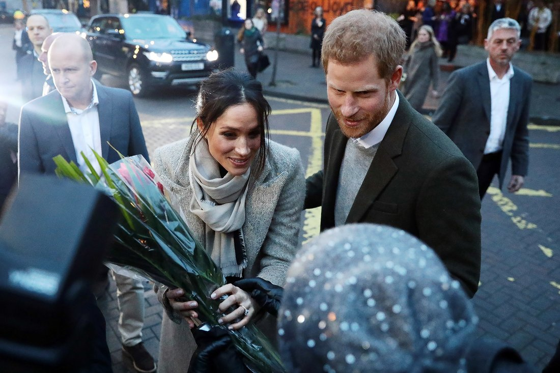 LONDON, ENGLAND - JANUARY 09: Prince Harry and Meghan Markle meet well-wishers during a visit to Reprezent 107.3FM in Pop Brixton on January 9, 2018 in London, England. The Reprezent training programme was established in Peckham in 2008, in response to the alarming rise in knife crime, to help young people develop and socialise through radio. (Photo by Jack Taylor/Getty Images)