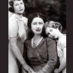 Queen Elizabeth pictured with her two daughters Princess Margaret and Princess Elizabeth in 1940 Photo C GETTY IMAGES