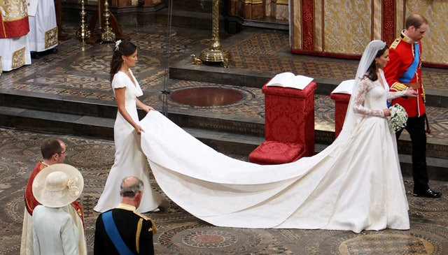 Kate Middleton's Wedding Compared To Princess Diana's Is So, So Similar Photo (C) GETTY