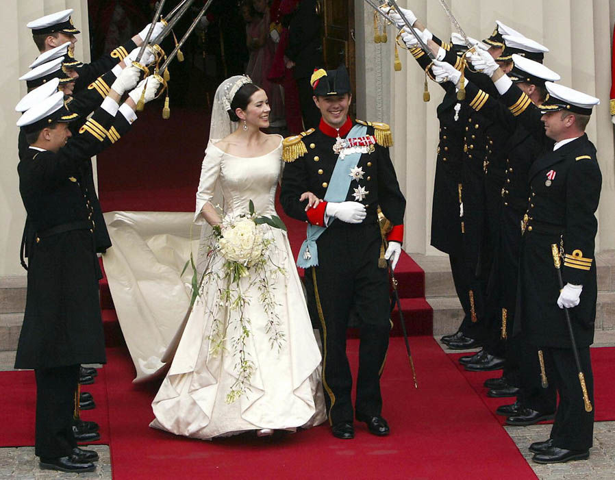 Crown Princess Mary and Crown Prince Frederik of Denmark after their wedding in 2004 Photo (C) AFP, GETTY IMAGES