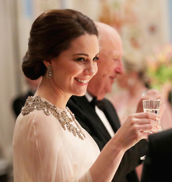 Kate Middleton Duchess wore the earrings and bracelet for her first State Banquet Photo (C) GETTY