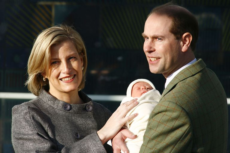 THE EARL AND COUNTESS OF WESSEX WITH THEIR NEWBORN SON JAMES. Photo (C) GETTY