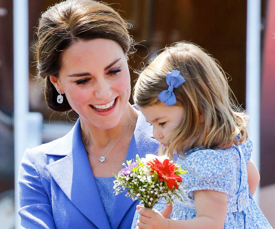 Prince William, Catherine Duchess of Cambridge, Prince George, and Princess Charlotte Family Photos (Prince William, Catherine Duchess of Cambridge, Prince George, and Princess Charlotte Family Photos (C) GETTY IMAGES) GETTY IMAGES