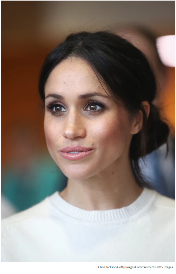 Clearly, less is more when it comes to beauty with Markle, though she has ben known to rock a bold lip or dark eye every now and again