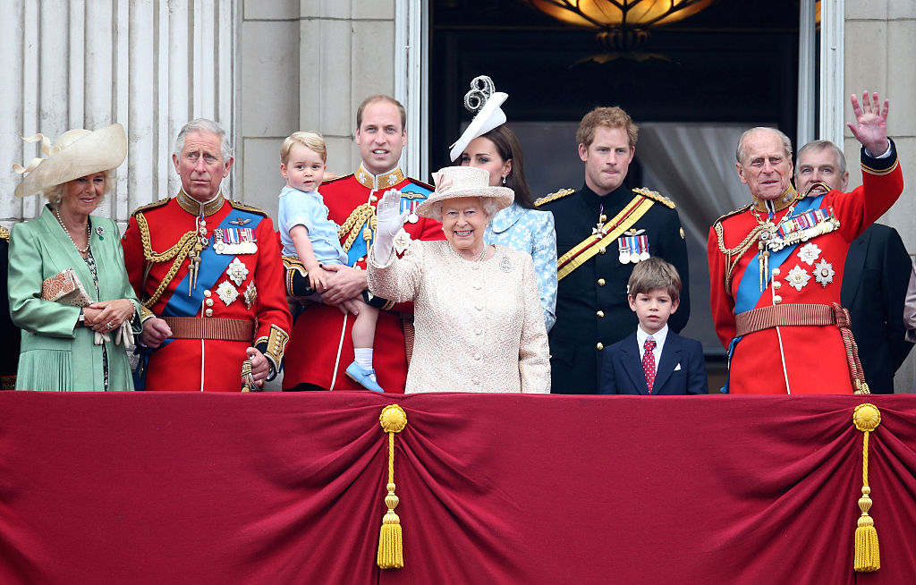 (L-R) Camilla, Duchess of Cornwall, Prince Charles, Prince of Wales, Prince George of Cambridge, Prince William, Duke of Cambridge, Catherine, Duchess of Cambridge, Queen Elizabeth II, Prince Harry and Prince Philip, Duke of Edinburgh (R) watch the fly-past from the balcony of Buckingham Palace following the Trooping The Colour ceremony on June 13, 2015 in London, England. The ceremony is Queen Elizabeth II Photo (C) GETTY(L-R) Camilla, Duchess of Cornwall, Prince Charles, Prince of Wales, Prince George of Cambridge, Prince William, Duke of Cambridge, Catherine, Duchess of Cambridge, Queen Elizabeth II, Prince Harry and Prince Philip, Duke of Edinburgh (R) watch the fly-past from the balcony of Buckingham Palace following the Trooping The Colour ceremony on June 13, 2015 in London, England. The ceremony is Queen Elizabeth II Photo (C) GETTY