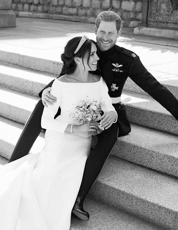 Meghan and Harry's official Royal Wedding photograph Photo (C) KENSINGTON PALACE TWITTER