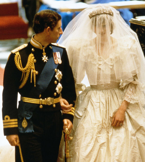 Princess Diana She carried a large bouquet with gardenias and stephanotis Photo (C) GETTY