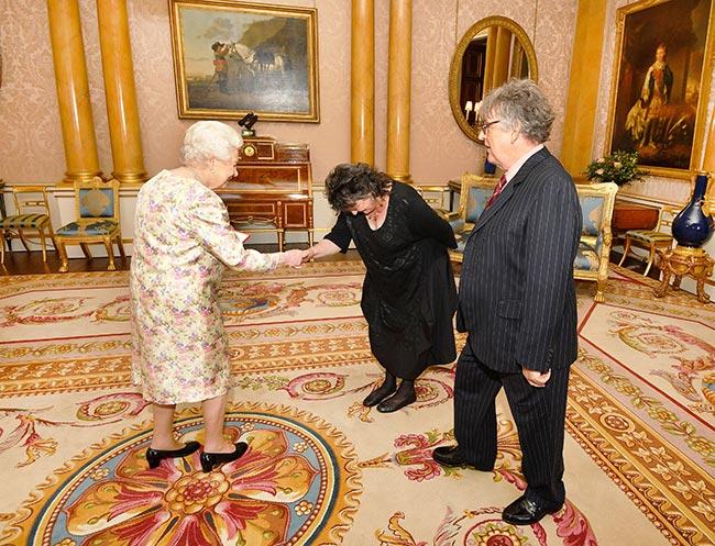 The Queen meeting Paul Muldoon and Poet Laureate Carol Ann Duffy Photo (C) GETTY
