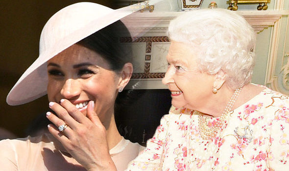 Meghan Markle Queen hints at warm feelings with this tiny detail in Buckingham Palace Photo (C) GETTY