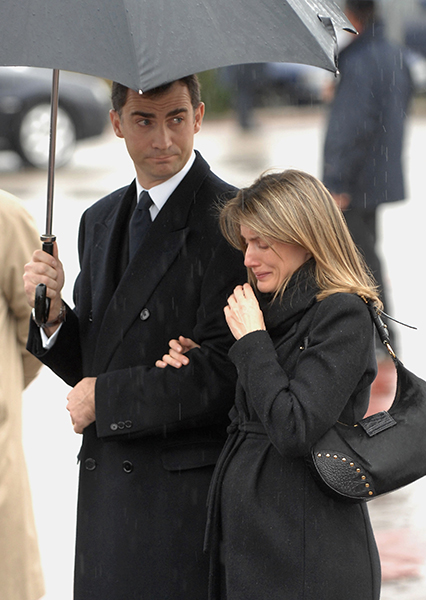 Queen Letizia pictured at her sister Erika's funeral in 2007 Photo (C) GETTY