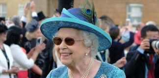 The Queen shows her sunny disposition at Buckingham Palace garden party Photo C TWITTER