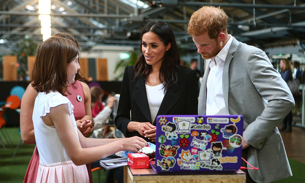 rince Harry and Meghan posed for a photo with staff from Delahunt Photo (C) GETTY