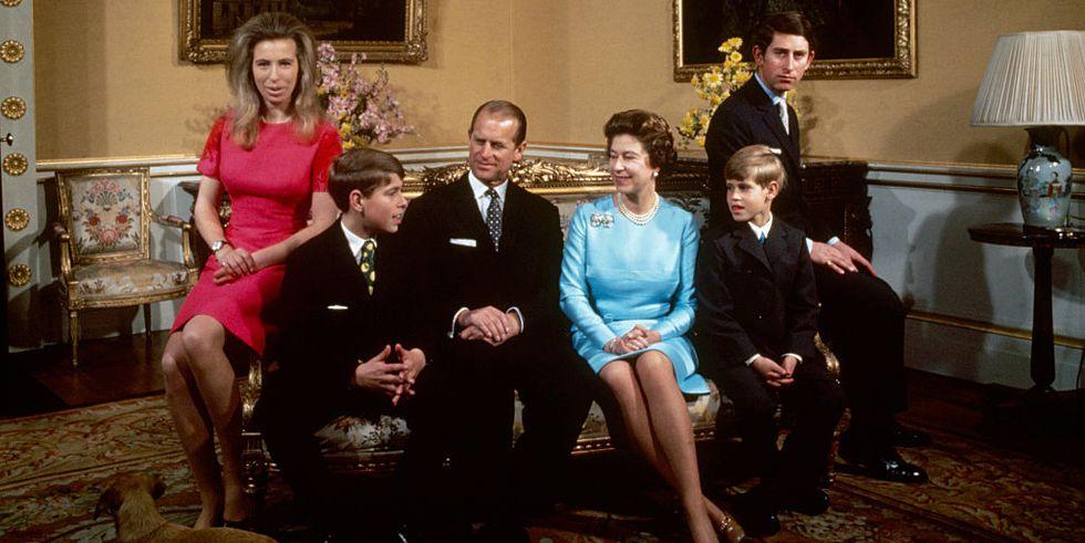 Body Language Experts Analyze Queen Elizabeth's Relationship With Her Children PhoBody Language Experts Analyze Queen Elizabeth's Relationship With Her Children Photo (C) GETTYto (C) GETTY