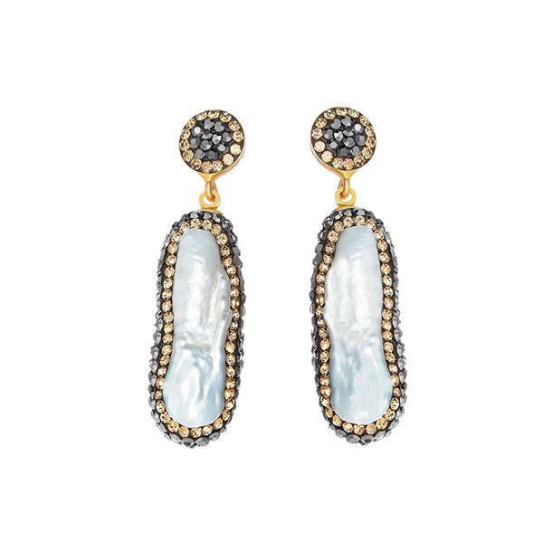 Duchess Kate wore Soru earrings in 2016 on a visit to Canada £130, Soru PhDuchess Kate wore Soru earrings in 2016 on a visit to Canada £130, Soru Photo (C) GETTYoto (C) GETTY