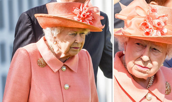 Elizabeth II engages in over 200 Royal events and visits a year Photo (C) Getty Images