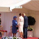 Her Majesty welcomes the President @POTUS and Mrs Trump @FLOTUS in the Quadrangle of Windsor Castle.Photo (C) TWITTER