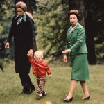 Princess Anne and her daughter walk with the Queen on the estate (Image GETTY IMAGES)