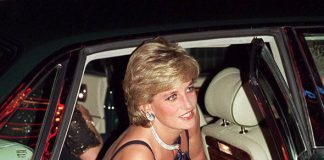 Royal fashion rules Princess Diana use to hold her bag by her cleavage to avoid it being on show (ImRoyal fashion rules Princess Diana use to hold her bag by her cleavage to avoid it being on show (Image Getty )age Getty )
