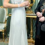 04 Kate dazzled in a silver-embellished vintage Amanda Wakeley dress Photo (C) GETTY IMAGES
