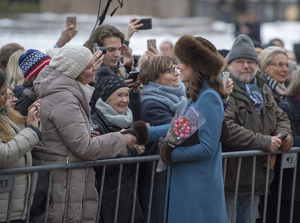 Meghan Markle and Kate undertake royal walkabouts after the Queen changes the rules in 1970 (Image GETTY )