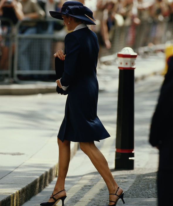 Princess Diana attends the wedding of Lady Sarah alone (Image GETTY )