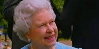 Queen Elizabeth II looking radiant in blue (Image reelsarency)