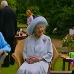 Queen Elizabeth II sits with Prince Charles and Queen Mother in 2001 (Image reelsarency)