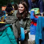 Kate helped the children make 'leaf crowns' Photo (C) GETTY IMAGES
